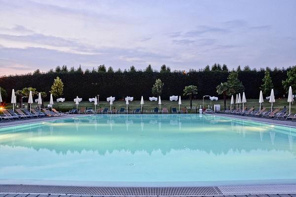 Non c'è estate senza le piscine all'aperto di Island Fun Village!